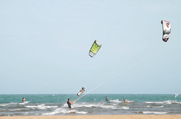 Diversion en las playas de adicora. Prácticas de kitesurf
